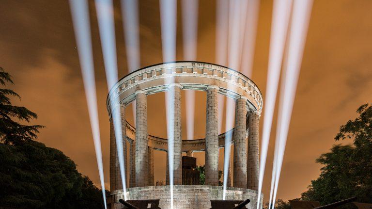 BMFL per Columns Of Light: colonne di luce che sorreggono il cielo