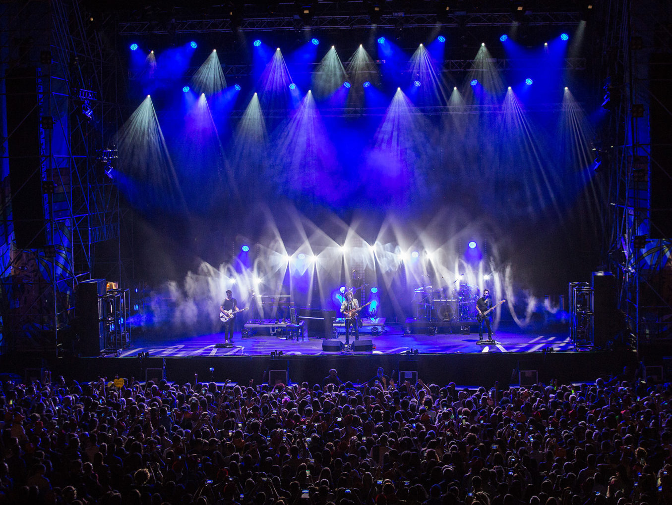 Ermal Meta: Non abbiamo armi tour 2018, con ROBE lighting e Robert Juliat