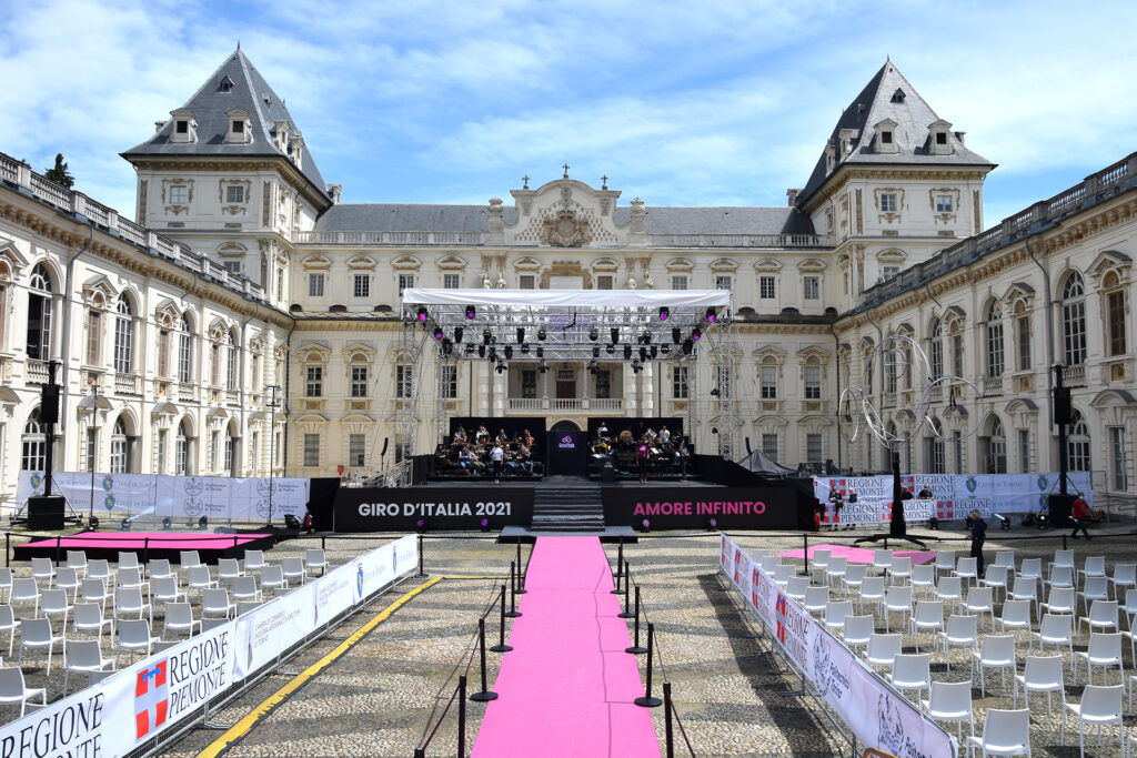 Giro d'Italia 2021 panoramica Castello Torino