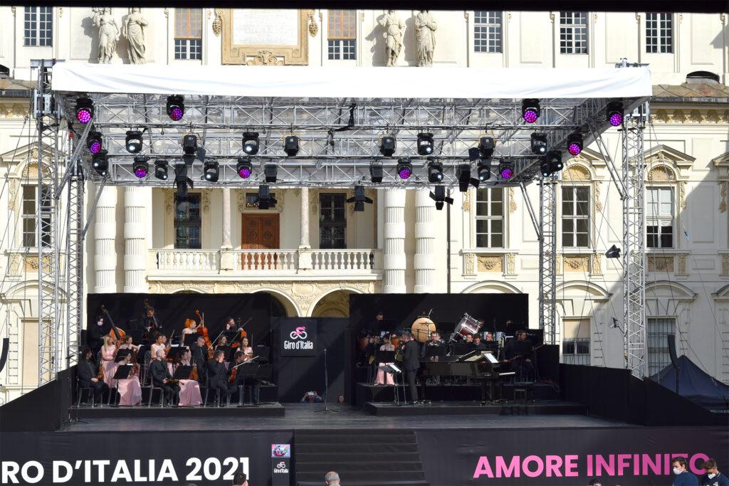 Giro d'Italia 2021 palcoscenico orchestra Torino